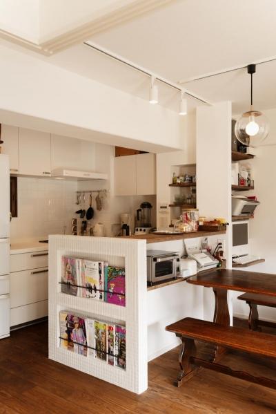 収納たっぷりのキッチン (K邸・最大限の空間を確保した上質なインテリア)