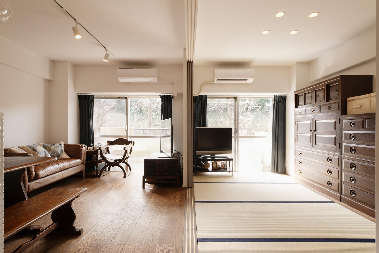 K邸・最大限の空間を確保した上質なインテリアの写真 リビング-フラットな広々空間