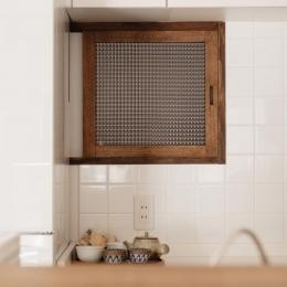 K邸・最大限の空間を確保した上質なインテリア (パリのアパルトマン風室内窓)