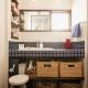 ブルータイルを使った明るい洗面室 (K邸・最大限の空間を確保した上質なインテリア)