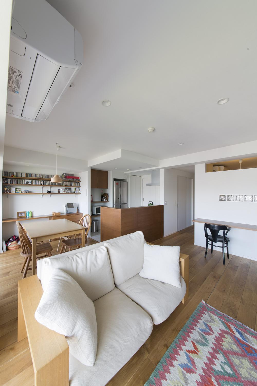 M邸・子供も大人も楽しく安心に暮らす家の写真 明るく開放的なLDK