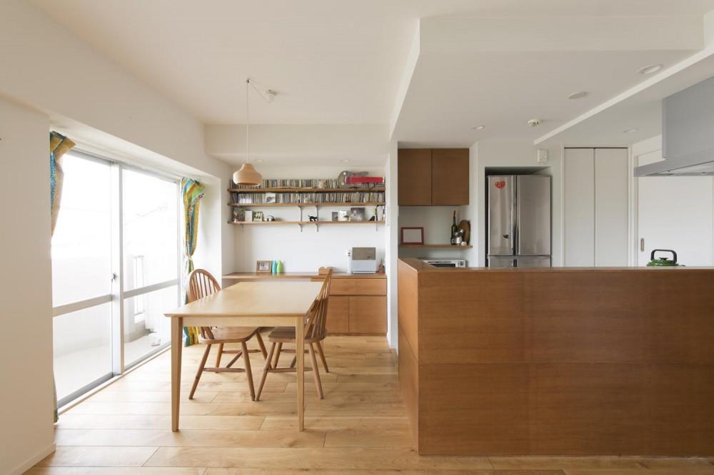 M邸・子供も大人も楽しく安心に暮らす家 (木の温もりに包まれたダイニングキッチン)