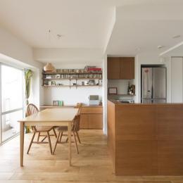 M邸・子供も大人も楽しく安心に暮らす家-木の温もりに包まれたダイニングキッチン