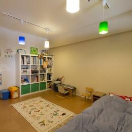 M邸・子供も大人も楽しく安心に暮らす家 (カラフルな子供部屋)