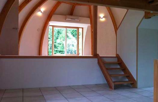 『ドームハウス』木造らしい内部空間 (スキップフロア-1)