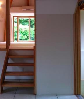 『ドームハウス』木造らしい内部空間 (スキップフロア-2)