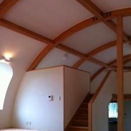 『ドームハウス』木造らしい内部空間 (スキップフロア・ドーム空間-1)