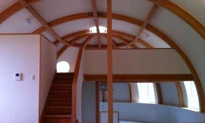 スキップフロア・ドーム空間-3|『ドームハウス』木造らしい内部空間