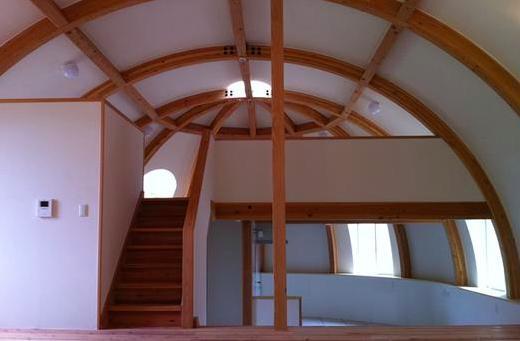 『ドームハウス』木造らしい内部空間 (スキップフロア・ドーム空間-3)