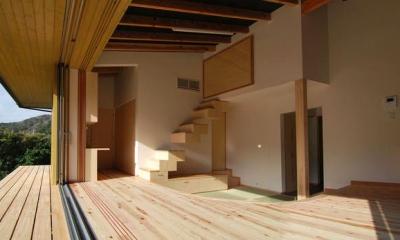 『茶畑の家』通り土間がつなぐ住まい (フルオープンの開放的なリビング)