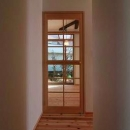 リビング入口-木格子のガラス扉