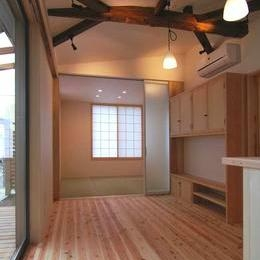 『停止線前の家』昭和の香りを残すバリアフリー住宅リノベ (畳室のある開放的なLDK)