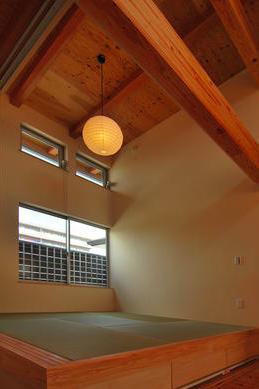 T字路に建つアトリエハウスの部屋 リビング内畳スペース