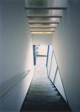 『スチールエコハウス#1』高性能住宅の写真 階段アプローチ