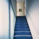 2階玄関につながる階段アプローチ