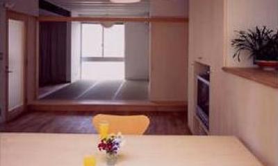 『スチールエコハウス#1』高性能住宅 (ダイニングより和室を見る)
