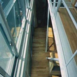 『スチールエコハウス#1』高性能住宅 (吹き抜け-上階よりリビングを見下ろす)