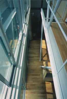 『スチールエコハウス#1』高性能住宅の写真 吹き抜け-上階よりリビングを見下ろす