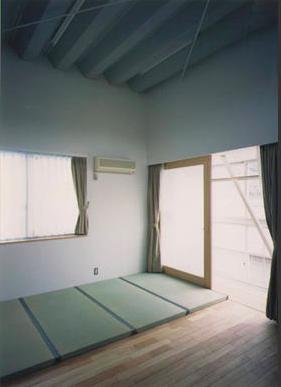 『スチールエコハウス#1』高性能住宅の写真 畳コーナーのある寝室