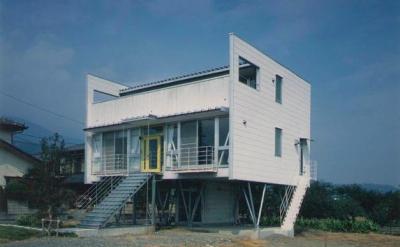 『ライト・BOX』古民家の良さを受け継ぐ近未来的な住まい (近未来的デザインの外観-1)