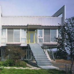 『ライト・BOX』古民家の良さを受け継ぐ近未来的な住まい (近未来的デザインの外観-2)
