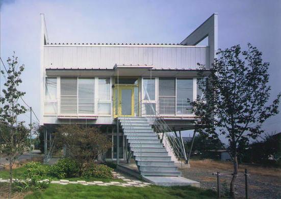 『ライト・BOX』古民家の良さを受け継ぐ近未来的な住まいの部屋 近未来的デザインの外観-2
