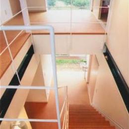 『ライト・BOX』古民家の良さを受け継ぐ近未来的な住まい (3階より見下ろす)