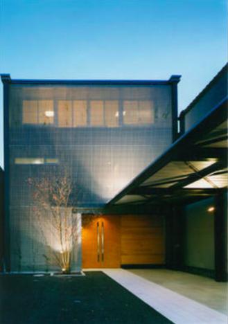 『空を臨む家』光と風を取り入れる緑豊かな住まいの部屋 空を臨む家外観-2