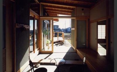 作業スペースを兼ねた土間 (『土間と離れのある家』人の集まる住まい)