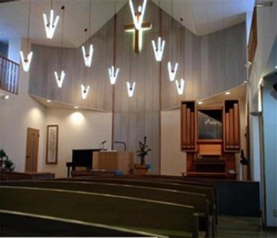 花園キリスト教会内部 (『花園キリスト教会』木製パイプオルガンと調和した礼拝堂)