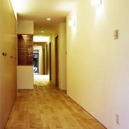 『 つつじ丘の家』四季が刻む時の流れを感じる住まい (玄関ホール・廊下)