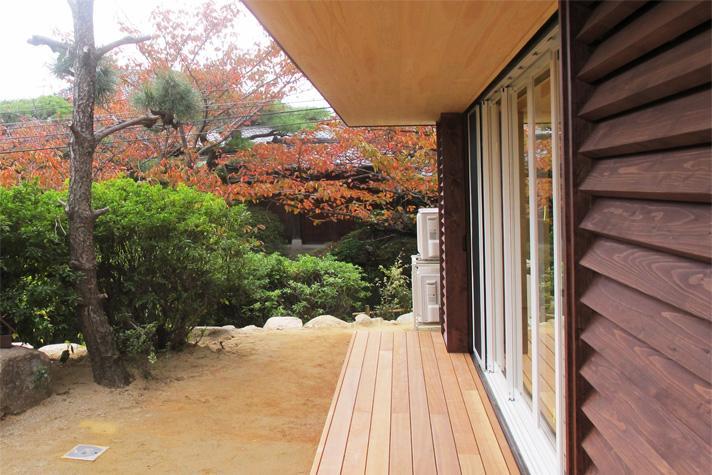 『 つつじ丘の家』四季が刻む時の流れを感じる住まいの写真 移りゆく四季を楽しめる庭