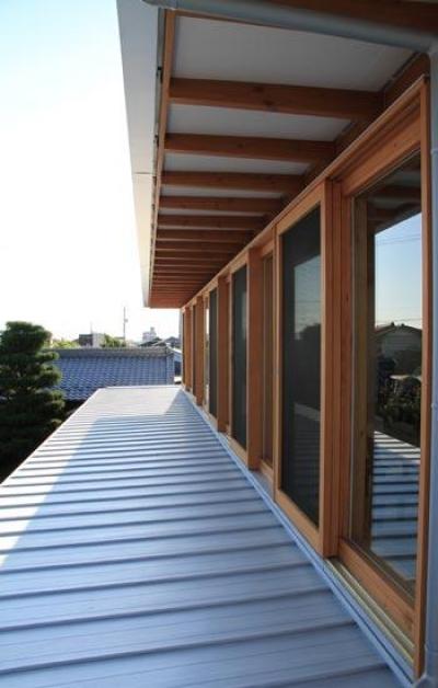 気密性のいい木製窓 (『ながらはうす』眺望のすばらしい二世帯住宅)