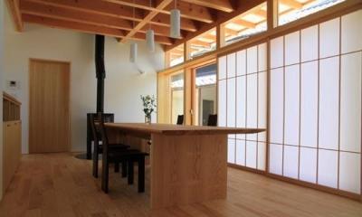 1階ダイニング-障子戸で明るさを調整 『ながらはうす』眺望のすばらしい二世帯住宅