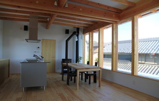 リビングダイニング事例:薪ストーブのある2階LDK(『ながらはうす』眺望のすばらしい二世帯住宅)