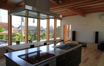 見晴らしのいい2階キッチン (『ながらはうす』眺望のすばらしい二世帯住宅)