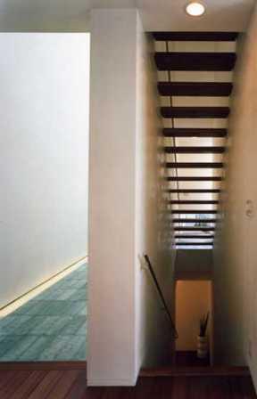 『G-BOX』シンプルモダンスタイリッシュな住まいの写真 光の抜けるスケルトン階段