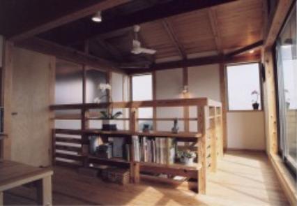 『石川町の家』狭小地の立地を生かした住まいの部屋 2階多目的ルーム・吹き抜け上部