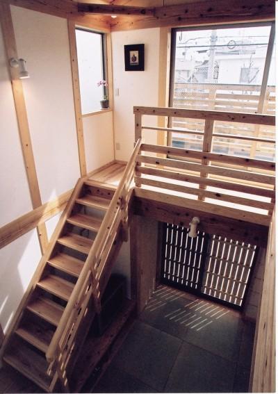石川町の家 (2階より居間を見下ろす)