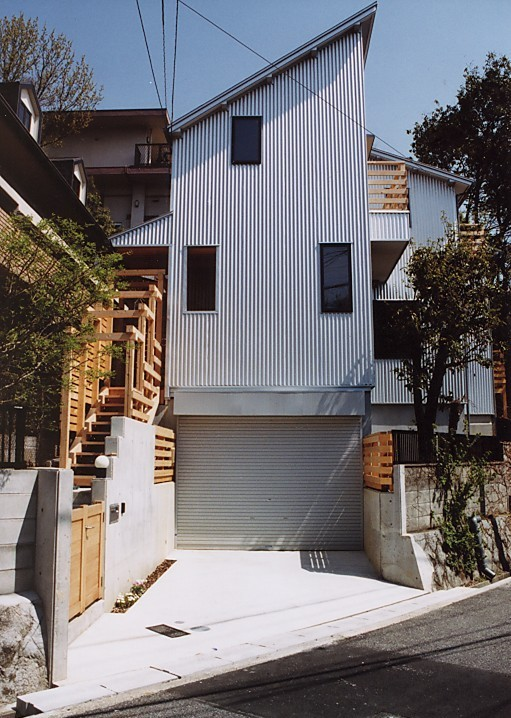 建築家:建築家/デザイナー(畠山成好)「『音聞山の家』傾斜地に建つ自然を生かした住まい」
