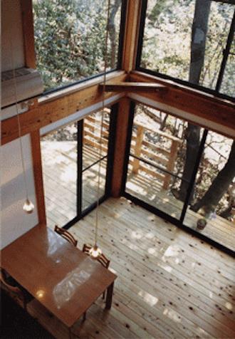 『音聞山の家』傾斜地に建つ自然を生かした住まい
