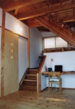 『音聞山の家』傾斜地に建つ自然を生かした住まいの部屋 パソコンコーナー