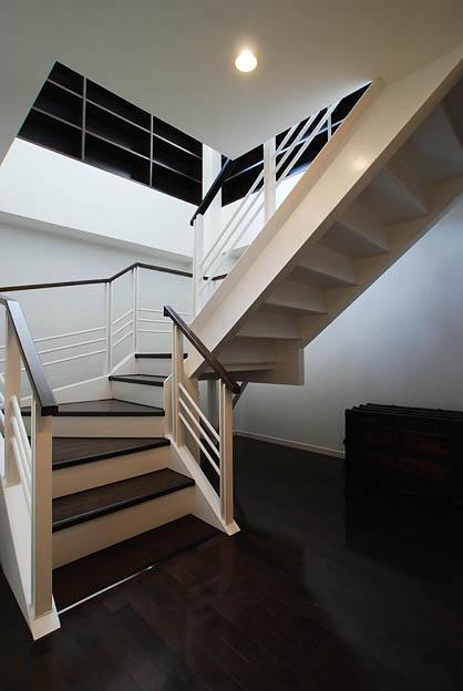 『K邸REFORM』モダンスタイリッシュな住まいの部屋 階段-玄関から2階リビングへ