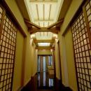 和モダンな玄関ホール
