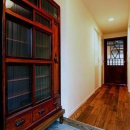 『350 WASABI』和の素材がピリッと際立つモダンな空間 (洗い出し仕上げの玄関土間)