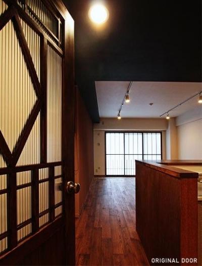 LDK入口-オリジナルドア (『350 WASABI』和の素材がピリッと際立つモダンな空間)
