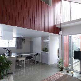 『青海町の家』スタイリッシュなアトリエ兼用住宅 (吹き抜けのLDK)