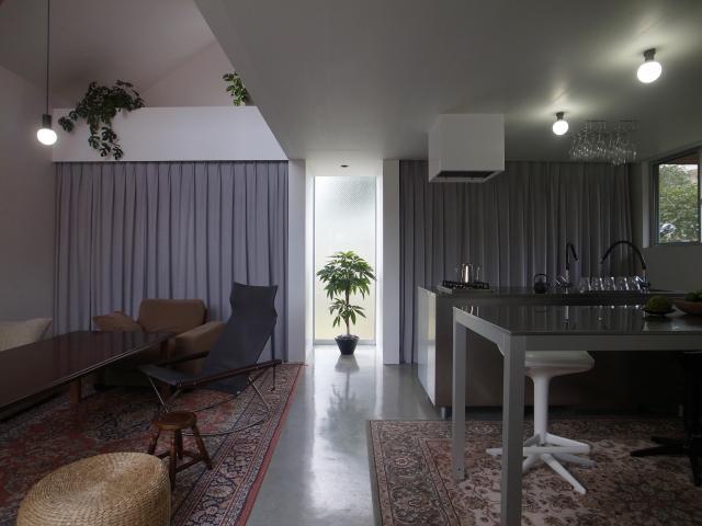 『青海町の家』スタイリッシュなアトリエ兼用住宅の写真 スタイリッシュなLDK