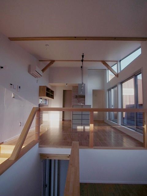 『八幡の家』シンプルナチュラルな住まいの部屋 光を取り込むLDK