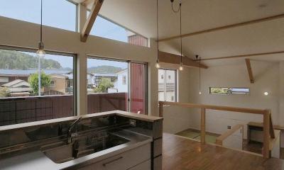 『八幡の家』シンプルナチュラルな住まい (LDK-緩やかにつながる大空間)